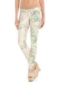 Pantaloni Fornarina con stampa florealeDalla collezione primavera estate 2013 di abbigliamento Fornarina, pantaloni con stampa floreale.