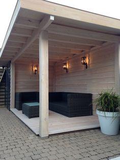 Overkapping van Douglas en vuren hout, dak edekking van EPDM . Vlonder planken glad ook van Douglas 1x behandeld met white wash