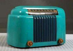 Vintage Bakelite Radio by Bendix 1946 Art Nouveau, Vintage Antiques, Vintage Items, Vintage Love, Art Deco Design, E Design, Radio Vintage, Radio E Tv, Poste Radio