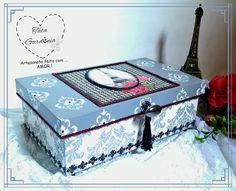 caixa decorada com o tema Paris no estilo clássico e elegante confeccionadas com técnicas de decoupage e stencil.