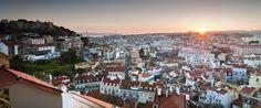 Fique à direita no centro de Lisboa e explorar as estreitas ruas de paralelepípedos, aparecer em museus ou cafés em seu lazer.