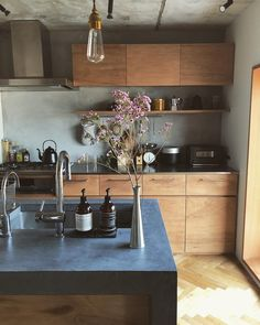 Shocking Info Regarding Kitchen Table Contemporary Room Uncovered - thehomedecores Kitchen Dinning, Home Decor Kitchen, Home Kitchens, Home Interior, Interior Design Kitchen, Interior Styling, Küchen Design, House Design, Japanese Interior Design