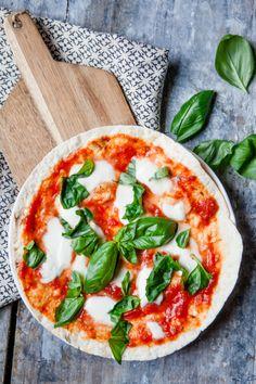 Teilen Tweet + 1 Mail Eine Pizza aus der Pfanne mit nur 4 Zutaten? Ich weiss, das klingt komisch. Aber wenn es mal ganz, ...