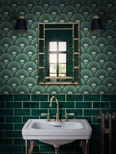 Green metro tiles with Art Deco style green wall… Glamorous bathroom inspiration. Green metro tiles with Art Deco style green wallpaper. Bad Inspiration, Bathroom Inspiration, Interior Inspiration, Interior Ideas, Interiores Art Deco, Glamorous Bathroom, Beautiful Bathrooms, Art Deco Stil, Art Deco Art