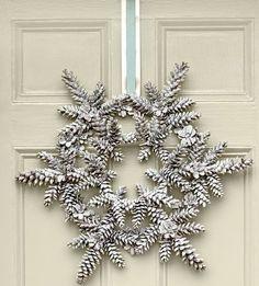 Christmas Advent Wreath, Decoration Christmas, Holiday Wreaths, Holiday Crafts, Christmas Diy, Christmas Crafts With Pinecones, Pinecone Crafts Kids, Christmas Trees, Rustic Christmas