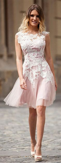 Attractive Tulle Jewel Neckline Knee-length A-Line Homecoming Dresses With Lace Appliques