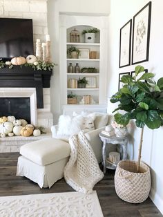 Welcoming fall home tour-rustic chic style - my texas house beach decor гос Cute Home Decor, Home Decor Kitchen, Home Decor Styles, Home Decor Bedroom, Cheap Home Decor, Rustic Chic Kitchen, Texas Home Decor, Home Decor Fabric, Kitchen Ideas