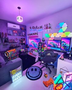 Looking forward to the upcoming video games releases? Don't wait around for the best games and stay informed about your future favorite titles. Computer Gaming Room, Gaming Room Setup, Gaming Rooms, Cool Gaming Setups, Gamer Setup, Nerd Room, Gamer Room, Bedroom Setup, Room Ideas Bedroom