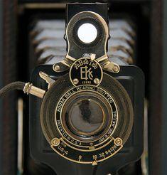 Antique Cameras, Old Cameras, Vintage Cameras, Kinds Of Camera, Classic Camera, Old Antiques, Vintage Photographs, Meatball, Ferrari