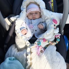 Best Ideas for baby love doll Cute Little Baby, Baby Kind, Cute Baby Girl, Little Babies, Cute Babies, Baby Boy, Cute Baby Videos, Foto Baby, Cute Baby Pictures