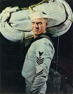 """Steve McQueen en """"El Yangtsé en llamas"""" (The Sand Pebbles), 1966 Hollywood Actor, Classic Hollywood, Hollywood Icons, Llamas, Steeve Mac Queen, Soldier Haircut, The Sand Pebbles, Steve Mcqueen Style, Robert Wise"""