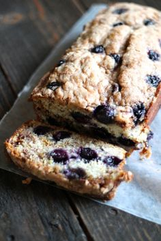 Blueberry Banana Bread with Cinnamon Crunch Topping - fruity and delicious!