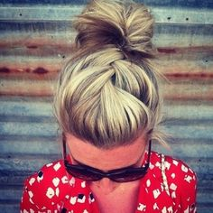 Always Dolled Up: 20 Amazing Buns for Bad Hair Days.i wish my hair looked this good on a bad hair day. My Hairstyle, Pretty Hairstyles, Bun Hairstyles, Hairstyle Ideas, Hair Updo, Summer Hairstyles, Makeup Hairstyle, Wedding Hairstyles, Wedding Updo