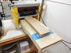 Woodworking Techniques Picture of Plane the Top Face - In woodworking, there are often many routes to reach the same destination. This is one way to flatten* large boards using primarily an electric thickness planer (. Woodworking Basics, Woodworking Classes, Woodworking Techniques, Woodworking Jigs, Woodworking Projects, Woodworking Furniture, Custom Woodworking, Electric Planer, Wood Planer
