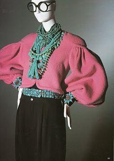 "From ""Rare Bird of Fashion: The Irreverent Iris Apfel"" via Style Wilderness."