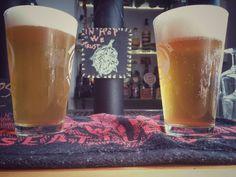 Vi vogliamo troppo bene.. mentre altrove vi propongono svuotadiscutibilifusti noi vi proponiamo due bombe di luppolo.. due meraviglie brassicole create da quei geni di Hammer - Italian Craft Beer e CRAK Brewery. Wave Runner e Guerrilla IPA... al loro TOP DELLA FORMA... odori pazzeschi si scatenano quando vengono spillate.. correte a goderne tutti ;) #sogood #roma #aventino #circomassimo #craftbeer #birrartigianale #ipa #hammer #crak #inhopwetrust #dafareaROMA