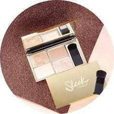 La palette Cleo's Kiss de chez #sleek  est 👌👌👌 ✨4 teintes sublimes : - 2 poudrées - 2 crèmes ✨Pour illuminer votre regard, vos pommettes, ou affiner votre nez ! ✨ 12,50€ seulement sur www.lanaika.com