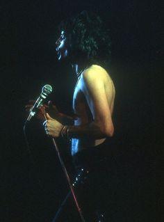 Freddie Mercury of Queen during the show of Inglewood forum 🇺🇸 22 dec 1977 (photo Richard Creamer/ Michael Ochs) I Am A Queen, Save The Queen, Freddie Mercury Young, Freedy Mercury, Mercury Black, I Still Love You, My Love, Mr Fahrenheit, Freddie Mecury