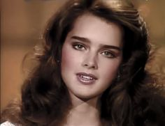 Brooke Shields Richard Avedon, Pretty Baby 1978, Reddish Brown Hair Color, Brooke Shields Young, Beautiful Models, Beautiful Women, Glossier Girl, Jem And The Holograms, Thick Eyebrows