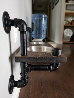 Industrial style dog feeding station - plumbing pipe dog bowl carpentry diy