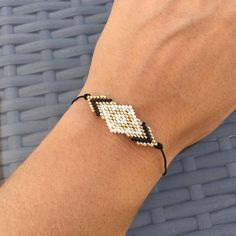 Bracelet Ethnic Trendy Glass Miyuki Beads Bracelet by Hand – Beaded Bracelet. Geometric bracelet - Do it ! Bracelets Fins, Bead Loom Bracelets, Beaded Bracelet Patterns, Jewelry Patterns, Bracelet Designs, Embroidery Bracelets, Rope Jewelry, Beaded Jewelry, Unique Jewelry