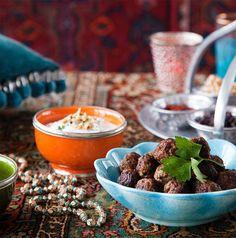 Turkkilaiset lihapullat ja jogurttikastike