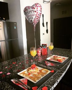 Birthday Surprise Boyfriend, Birthday Gift For Him, Diy Birthday, Birthday Surprise Ideas, Birthday Breakfast For Husband, Birthday Board, Romantic Dinners, Romantic Gifts, Romantic Surprise