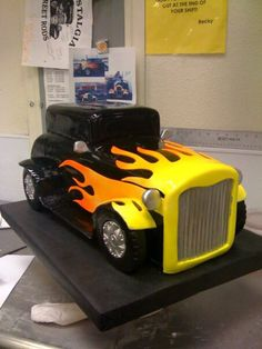 ideas cars cake for men sons Adult Birthday Cakes, Dad Birthday, Car Cakes For Men, Beautiful Cakes, Amazing Cakes, Motorcycle Cake, Disney Cookies, Cake Shapes, Occasion Cakes
