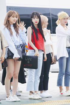 Kpop Fashion, Korean Fashion, Airport Fashion, Girl Fashion, Yuehua Entertainment, Starship Entertainment, Kpop Girl Groups, Kpop Girls, Cheng Xiao