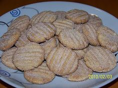Hojarascas (Mexican cookies covered in sugar and cinnamon) y pasteles mexicanos Mexican Sweet Breads, Mexican Bread, Hojarascas Recipe, Puff Pastry Recipes, Cookie Recipes, Maseca, Mexican Cookies, Cinnamon Sugar Cookies, Bread Recipes