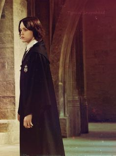 New/Old promotional still of Ellie Darcey-Alden (young Lily Evans Potter) and Benedict Clarke (young Severus Snape) in Harry Potter and the Deathly Hallows: Part 2 [x] Draco Malfoy, Severus Hermione, Snape Harry Potter, Harry Potter Love, Harry Potter Universal, Harry Potter Characters, Harry Potter World, Young Severus Snape, Professor Severus Snape