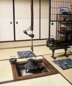 Traditional Ryokan Japanese Interior Design, Japanese Design, Irori, Washitsu, Tatami Room, Smart Home Design, Steampunk House, Japanese Tea Ceremony, Japanese House