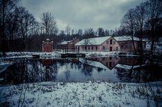 ANTSKOGIN RUUKKI Pohjassa, nykyisessä Raaseporissa, sijaitsee Antskogin ruukki, joka on Suomen vanhin ruukkiyhdyskunta, tämän perusti turkulainen Jakob Wolle eli Wulff suunnilleen vuonna 1630. http://www.naejakoe.fi/nahtavyydet/antskogin-ruukki/