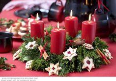 Honnan ered az adventi koszorú? - Tudod-e? Christmas Candles, November 2019, Jingle Bells, Pillar Candles, Xmas, Wreaths, Table Decorations, Inspiration, Diy