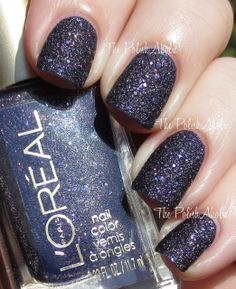 L'Oreal Sexy In Sequins // Sexy in Sequins is a dark purple base loaded with golden micro glitter and larger silver hex glitter. I love me a good texture so when I saw this in the bottle I was like :O I must have it. The formula was ok, I found it to be thick but I had no issues with application and the opacity was great. I used 2 coats for the photos below.