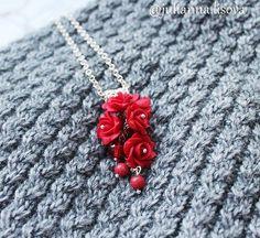 🌹Кулон-гроздь Красные розы от @julianna.lisova 🌹 Загляните на этот профиль, там много интересного: кулоны, серьги, друзы, кристаллы, браслеты и Колье-косички. ________ #розы #кулонручнойработы #кулонгроздь #гроздь #гроздья #ручнаяработа #творчество #любимаяработа #подарокна8марта #женственность #красныйцвет #модныйаксессуар #стиль #мама #ялюблютворить #киров #Москва #Анапа #Сочи #мастерская #дизайнер #украшенияручнойработы #Питер #handmade