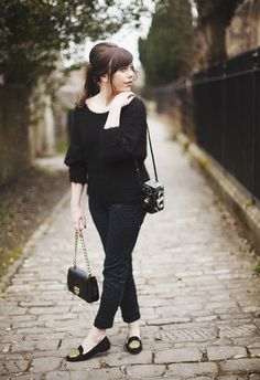 vintage clutch with all black 2017 outfit