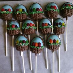 Bunnies, chicks, and baskets are just a few of the Easter cake pop ideas that can become part of a new, tasty Easter tradition. Chocolate Cake Pops, Easter Chocolate, Yellow Cake Pops, Easter Egg Cake Pops, Decorate Your Own Cake, Cake Push Pops, Sheep Cake, Lamb Cake, Chicken Cake
