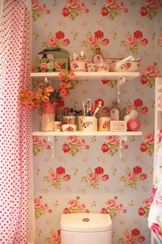 love me some floral wallpaper