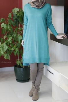 Styles De Hijab15                                                       … Abaya Style, Hijab Style, Modest Outfits, Boho Outfits, Fashion Outfits, Modest Clothing, Muslim Women Fashion, Islamic Fashion, Hijab Chic