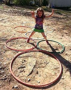 Para quem pensava que bambolê era só pra ser usado na cintura ou nos braços...segue uma série de atividades que as crianças adoram, com sua...