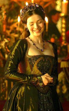 "Character: Amaranta (Mary Tudor (portrayed by Sarah Bolger) in season 4 ""The Tudors"") Sarah Bolger, Mode Renaissance, Costume Renaissance, Mary Tudor, Tudor Dress, Medieval Dress, Tudor Costumes, Period Costumes, Tudor Fashion"