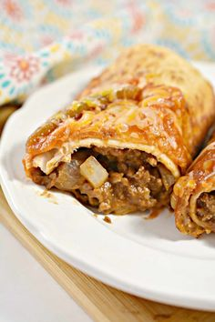 Beef and Cheese Chimichangas Mexican Dishes, Mexican Food Recipes, Dinner Recipes, Ethnic Recipes, Appetizer Recipes, Kid Friendly Appetizers, Good Food, Yummy Food, Recipes