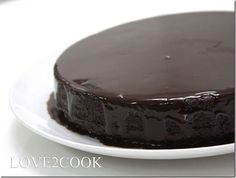 Having tried a few moist chocolate cakes before, the result had always disappointed me. It'll be toooooooooo moisty ( watery ) in the cen...
