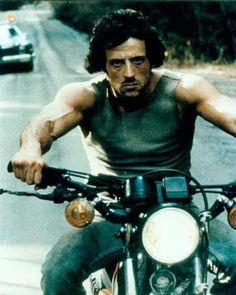 Sylvester Stallone (Rambo First Blood) on his motorcycle Sylvester Stallone, John Rambo, First Blood, Bd Comics, Rocky Balboa, Tough Guy, New Year Greetings, Nouvel An, Pics Art