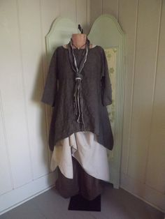 Linen tunic from Bluemermaiddesigns on Etsy.