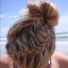 Summer beach hair. LOVE THIS.