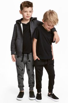 Joggers in thick cotton jersey with an elasticized drawstring waistband, side pockets, and ribbed hems. Toddler Boy Fashion, Little Boy Fashion, Toddler Boy Outfits, Toddler Boys, Kids Boys, Cute Boys, Boys Fall Fashion, Outfits Niños, Kids Outfits