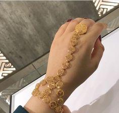 Ali Baba Selani Gold and diamond suppliers. Gold Jewelry Simple, Stylish Jewelry, Fashion Jewelry, Arabic Jewelry, 1 Gram Gold Jewellery, Gold Bangles Design, Gold Jewellery Design, Necklace Designs, Bridal Jewelry