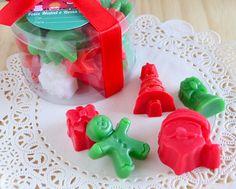 Caixinha de acetato recheada com mini sabonetes natalinos (aprox. 220g/total)…